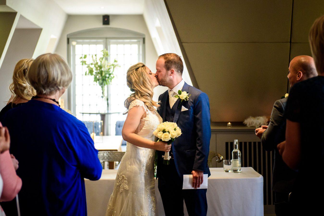 Swan-at-shakespeare-globe-wedding-photography-124