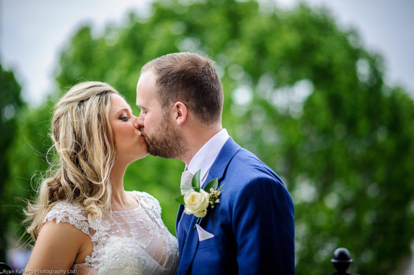 Swan-at-shakespeare-globe-wedding-photography-131