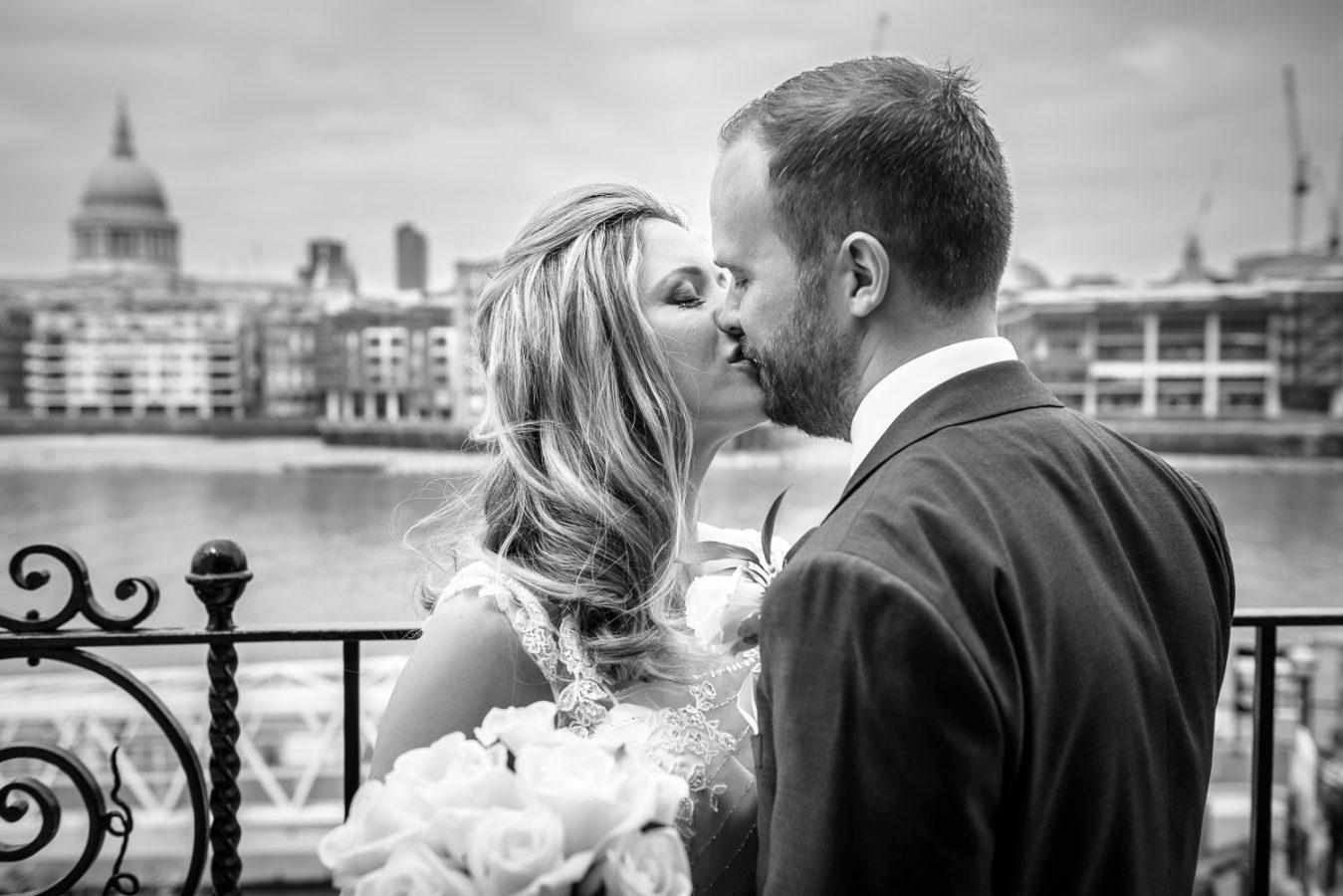 Swan-at-shakespeare-globe-wedding-photography-133