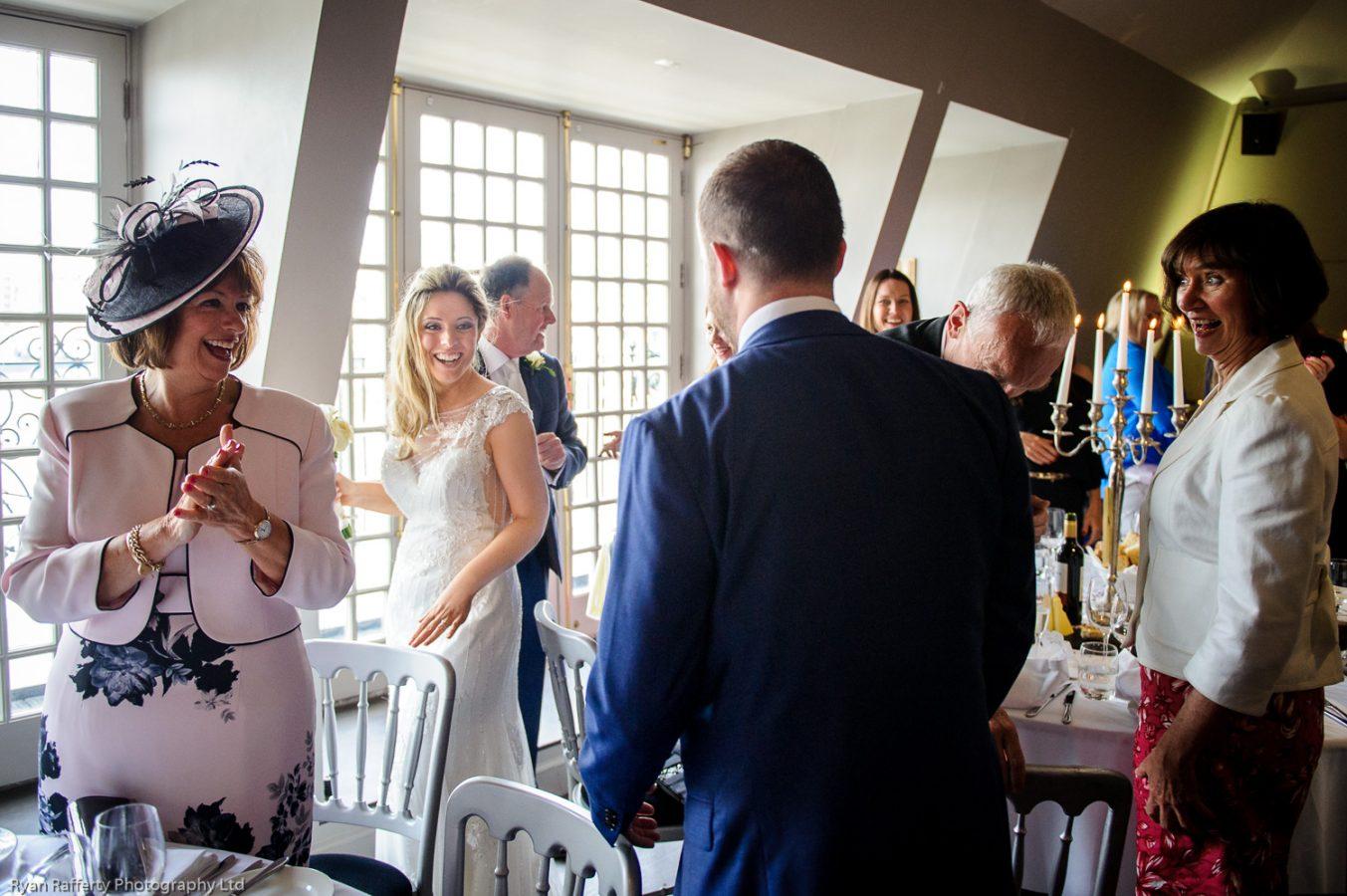 Swan-at-shakespeare-globe-wedding-photography-140