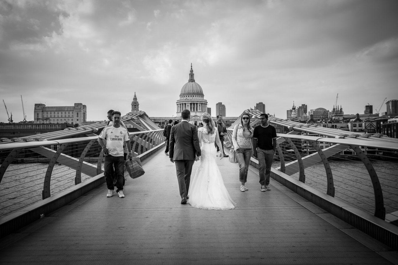 Swan-at-shakespeare-globe-wedding-photography-153