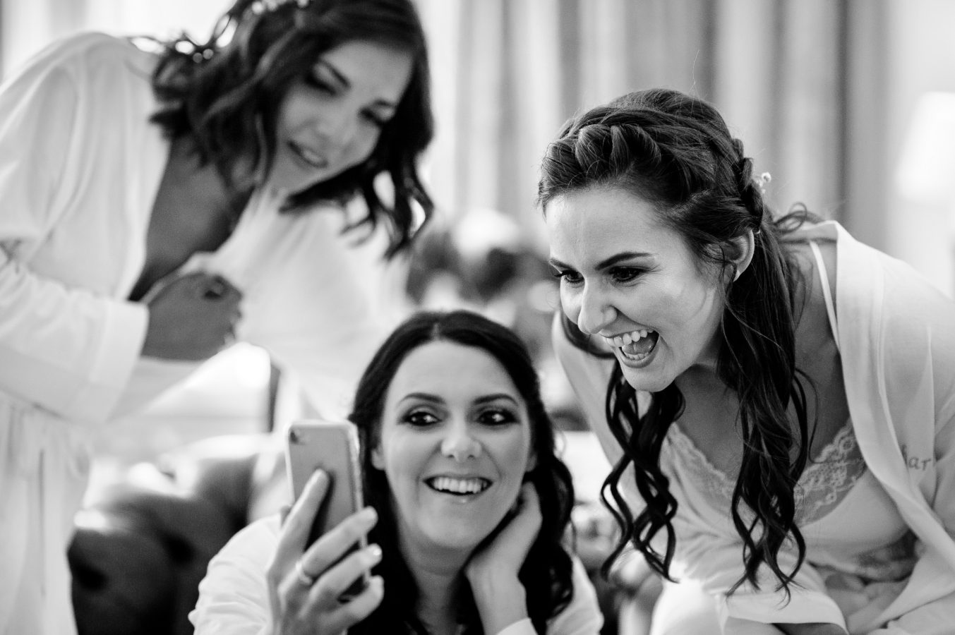 bride-and-bridesmaids-getting-ready-dunkenhalgh-hotel