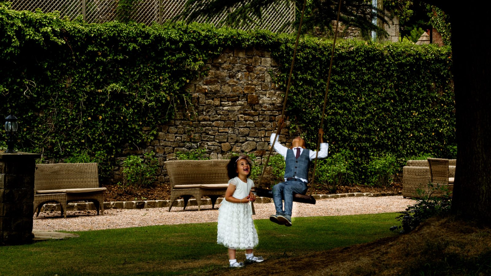 best-wedding-photos-2017-kimberley-and-joseph-bride-and-bride-grooms-chidren-playing