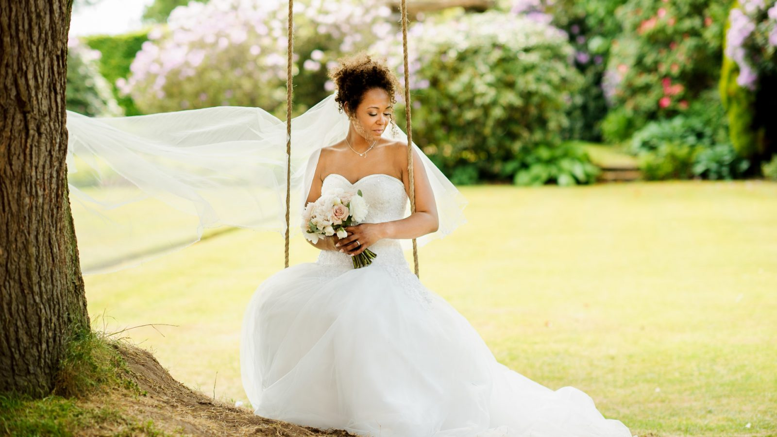 best-wedding-photos-2017-kimberley-and-joseph-bride-on-swing