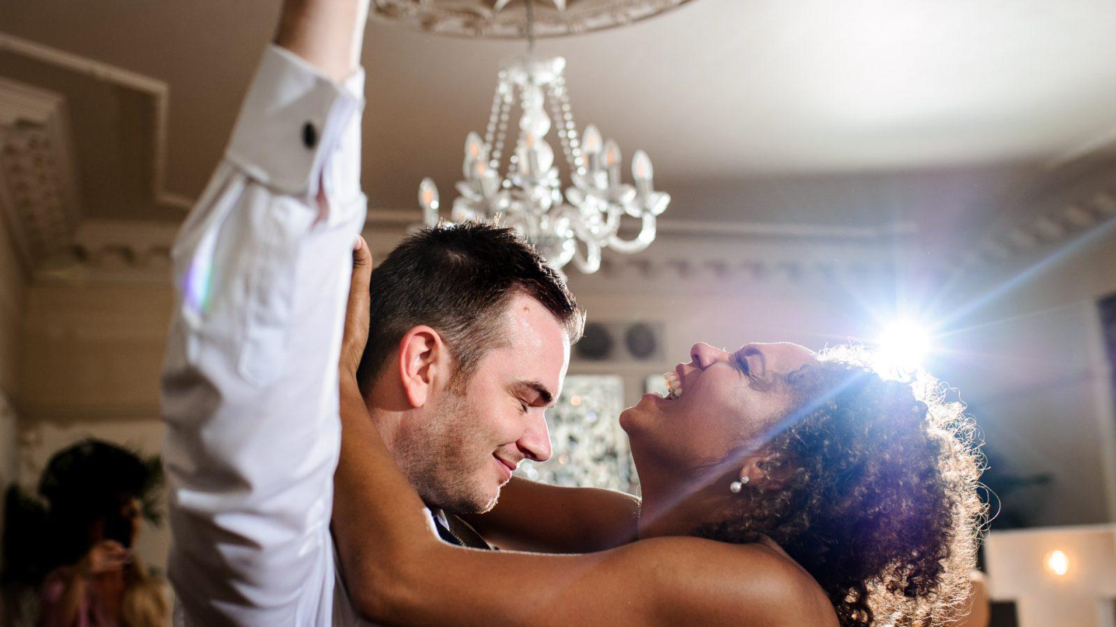 best-wedding-photos-2017-kimberley-and-joseph-in-love-first-dance
