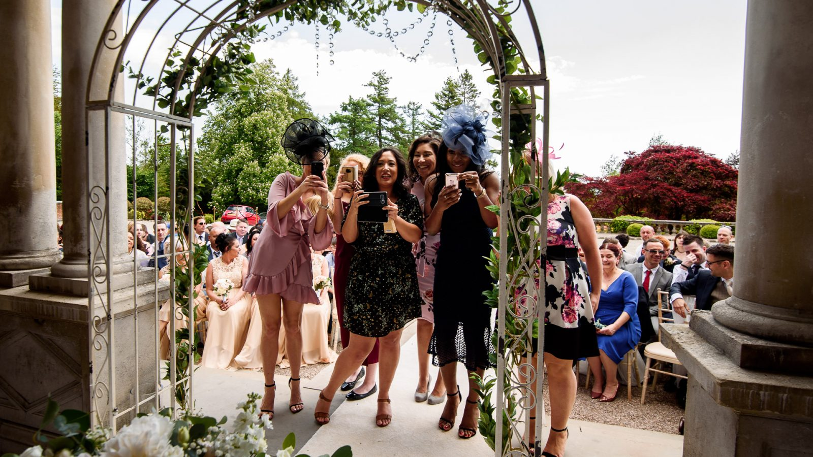 best-wedding-photos-2017-kimberley-and-joseph-wedding-guests-taking-pictures