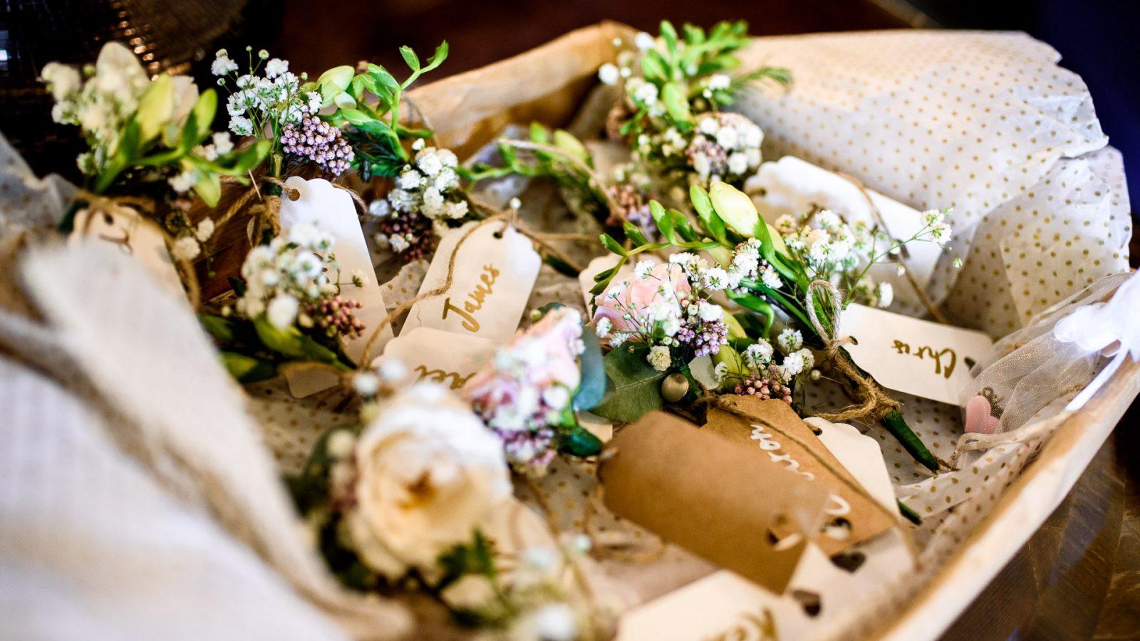best-wedding-photos-2017-kimberley-and-matthw-bridesmaids-bouquets